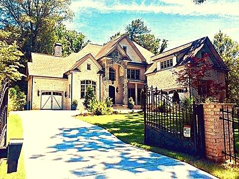 The Apadanna Mansion - Overnight Stays & FilmingSleeps : 10 GuestsTour Fee : $65.00