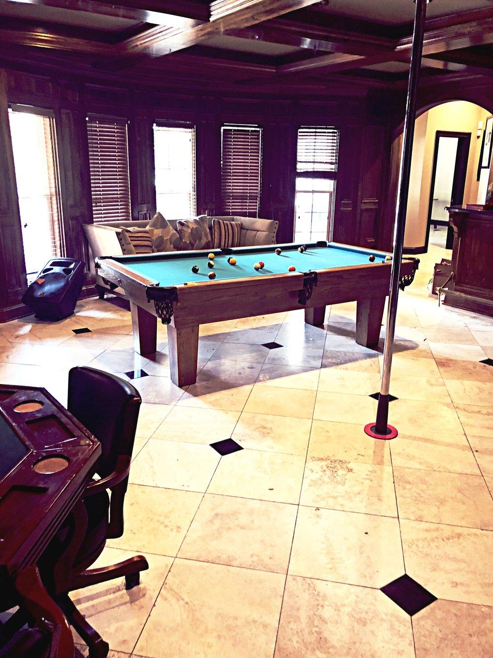 Game Room(Pool Table, Dancer Pole & Bar)