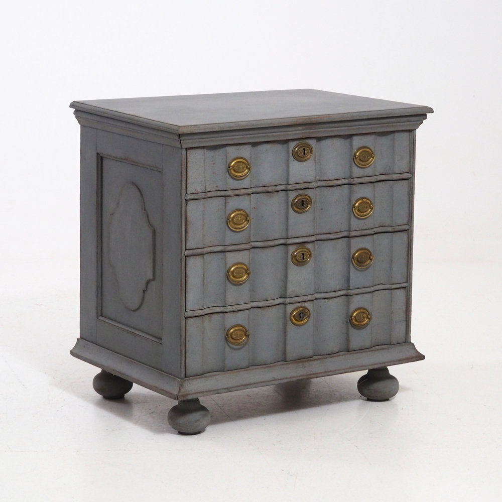 Rare Baroque chest, richly carved, 18th C. - € 1.100