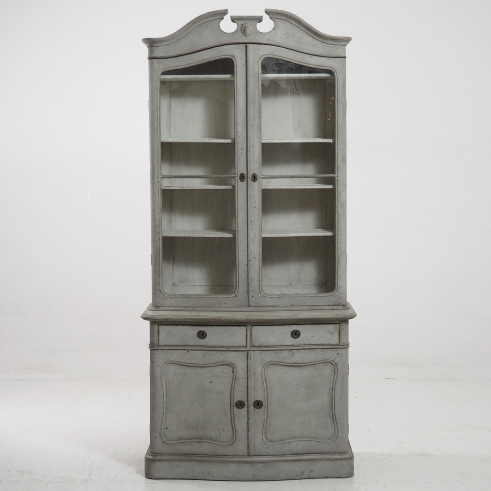 Fine two-part vitrine cabinet, 1850. - € 2.400
