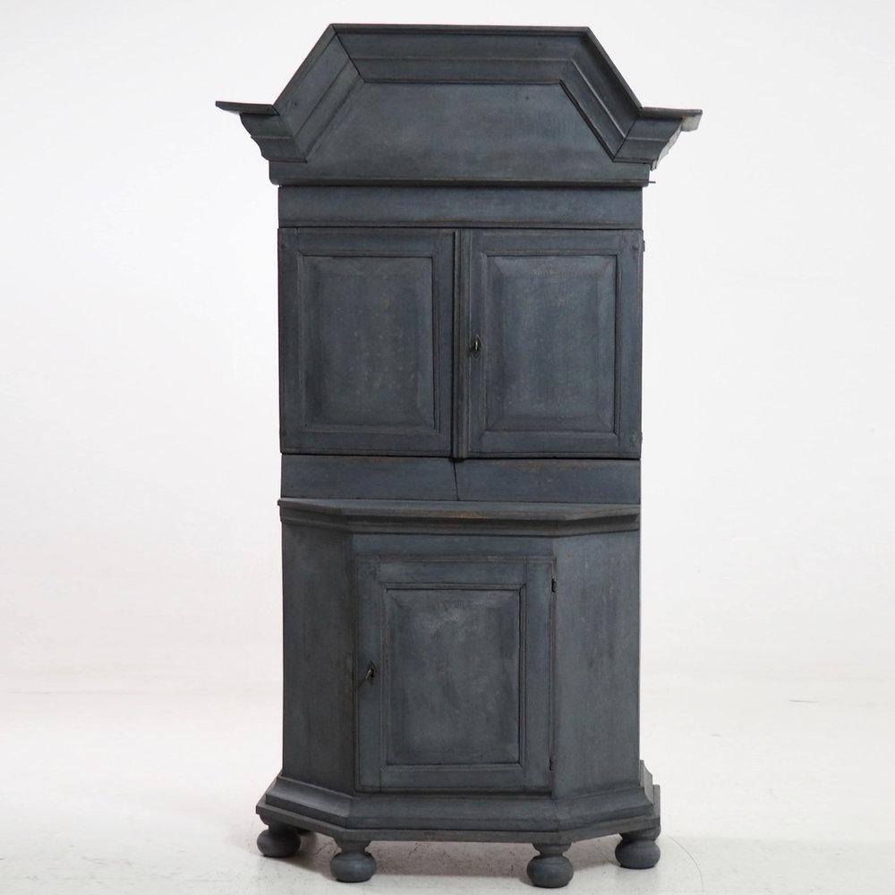 Swedish Baroque cabinet, 18th C. - € 3.000