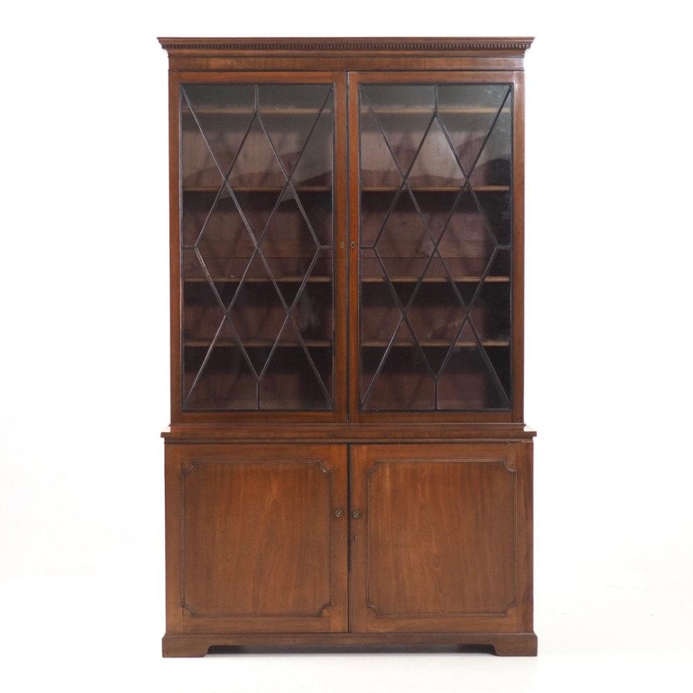 English bookcase, circa 1790 - 10. - € 3.300