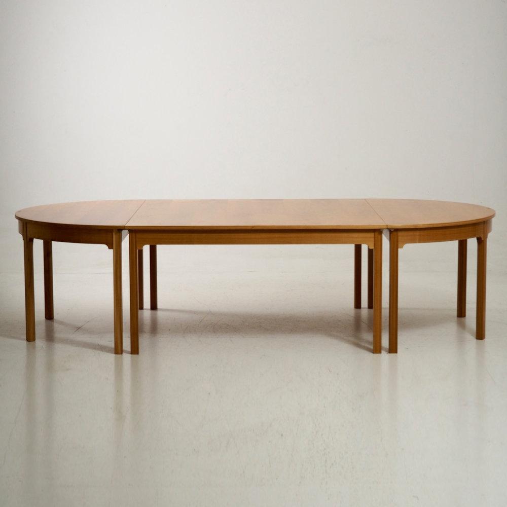 Modern+table.jpg