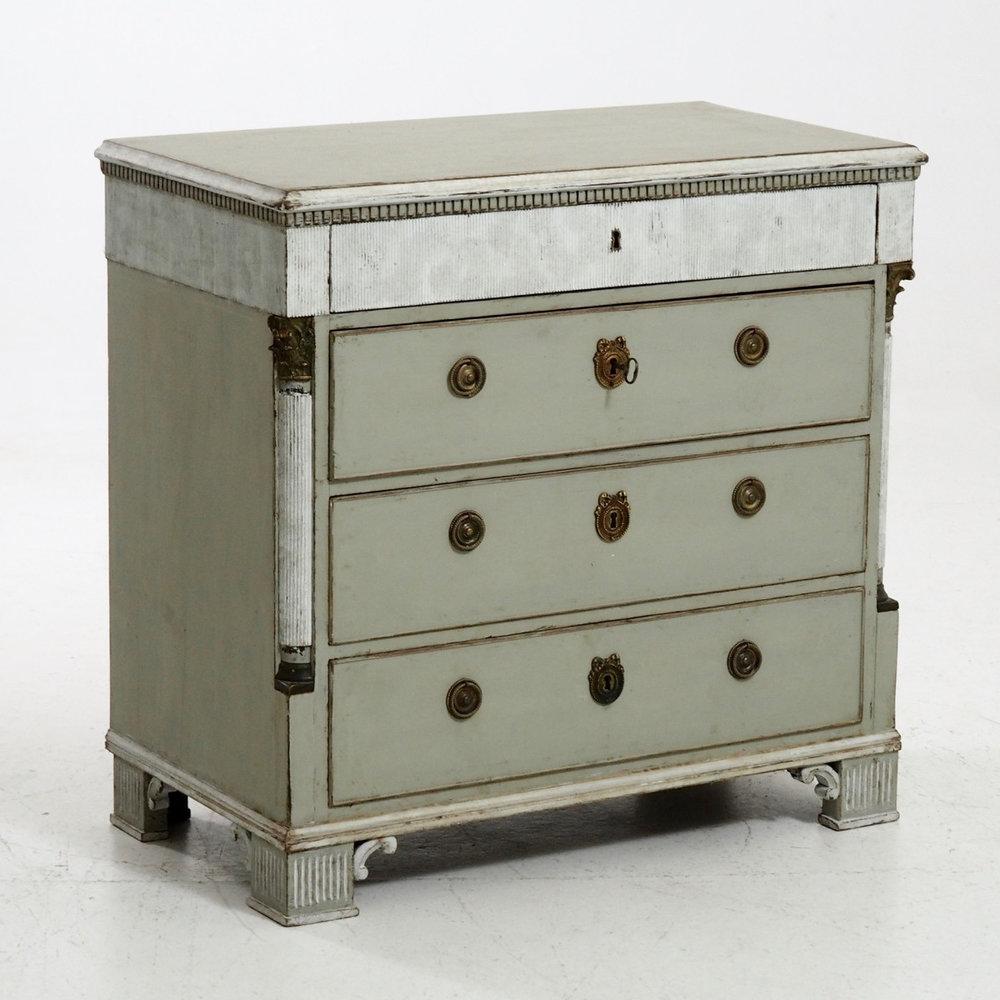 Gustavian chest, circa 1780. - € 1.600