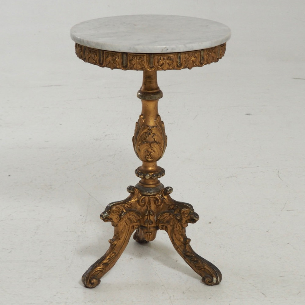 Guilted table with marble top, 1850. - € 800