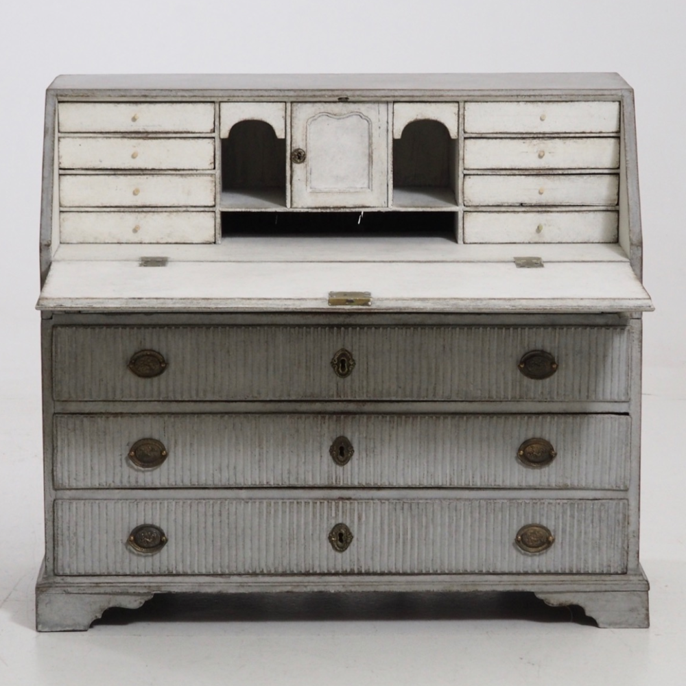 Fine Gustavian bureau, 1780 - 1800. - € 2.400