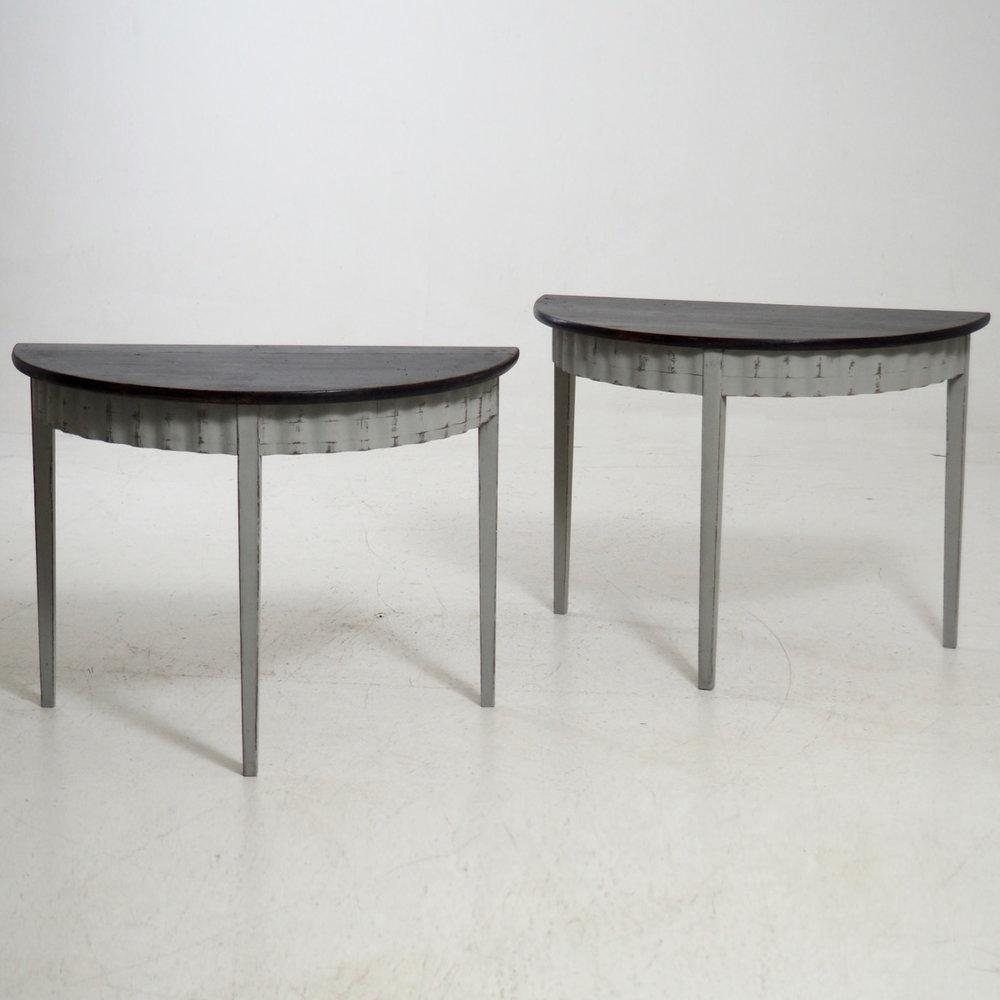 Gustavian demi-lune tables, 19th C. - € 1.700