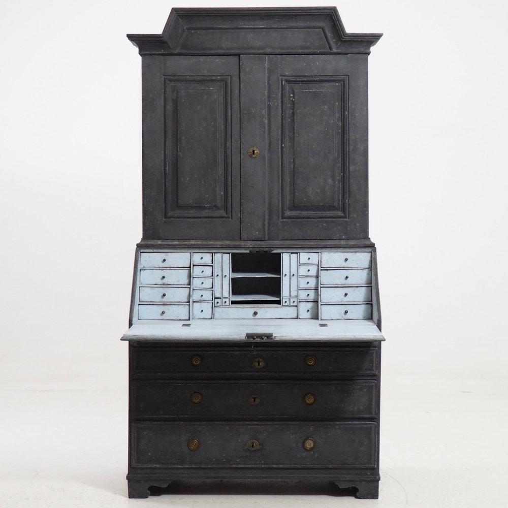 Swedish two-part bureau,1770. - € 3.300