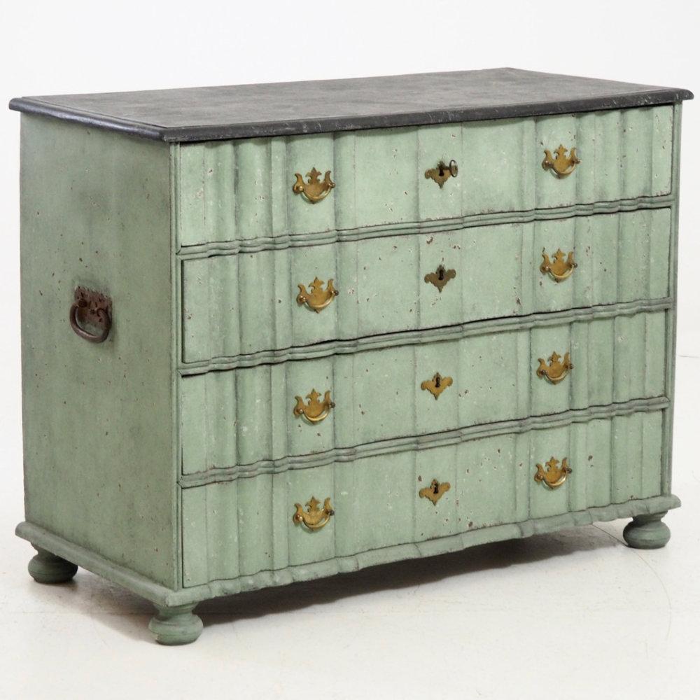 Scandinavian Baroque chest, 1750. - € 1.600