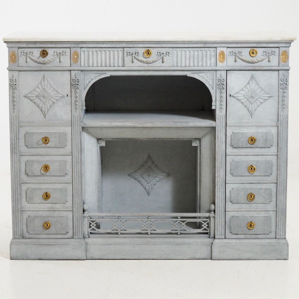 Rare sideboard with marble top. - € 3.000