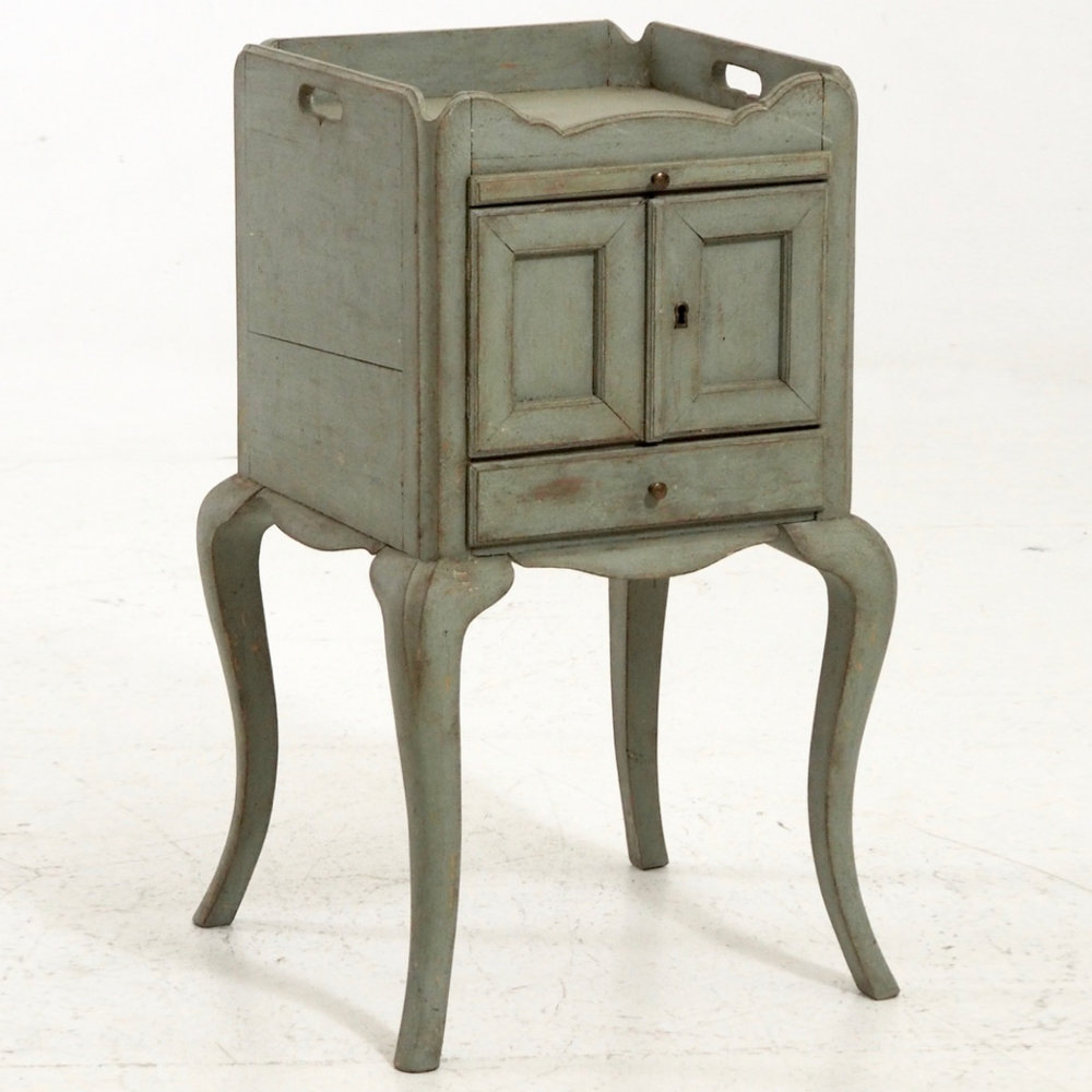 Swedish Rococo style side cabinet. - € 1.400