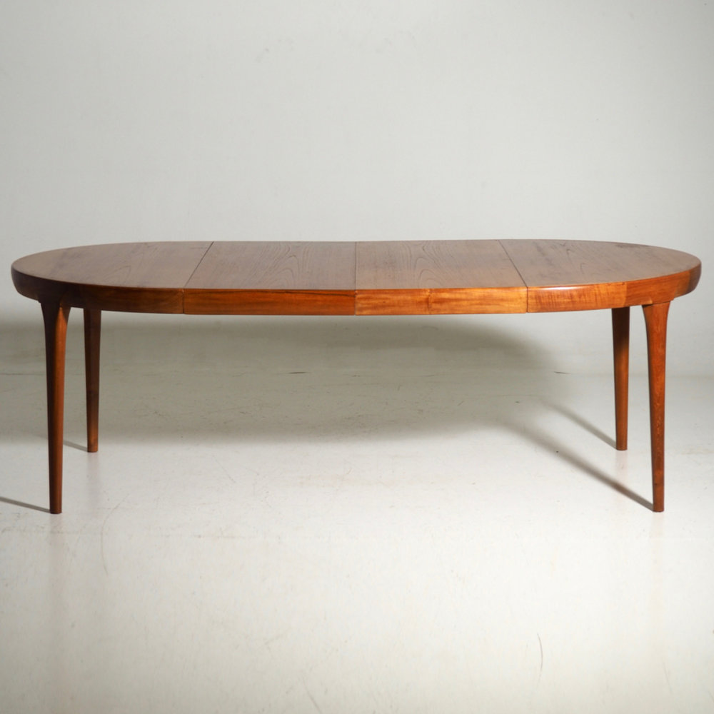 Fine extension table in teak, 60's. - € 2.500