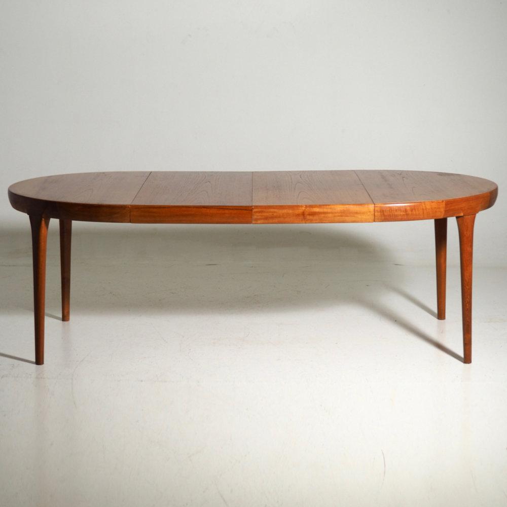 Fine extension table in teak, 60's. - € 2.500