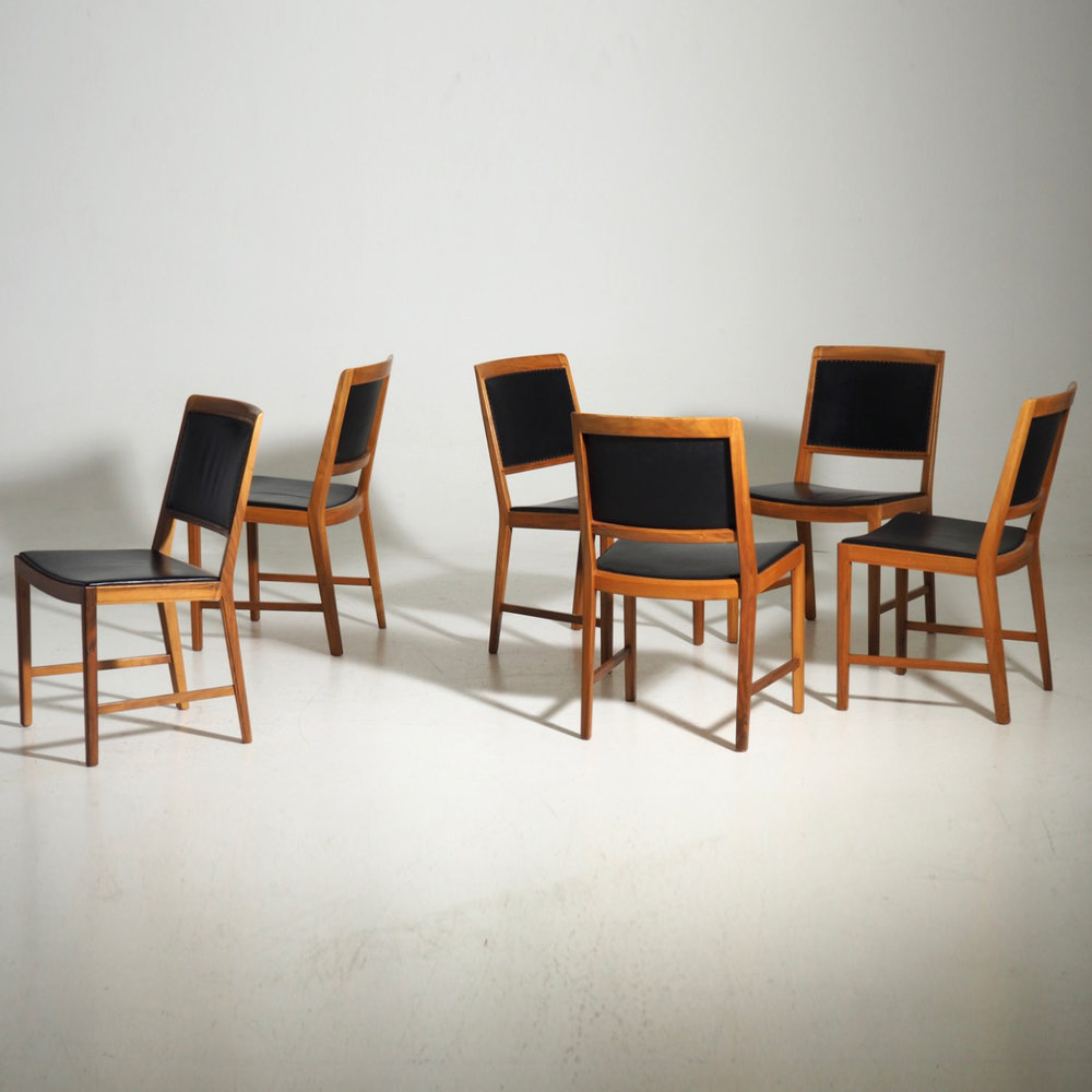Six chairs in American walnut, 60´s. - € 1.000