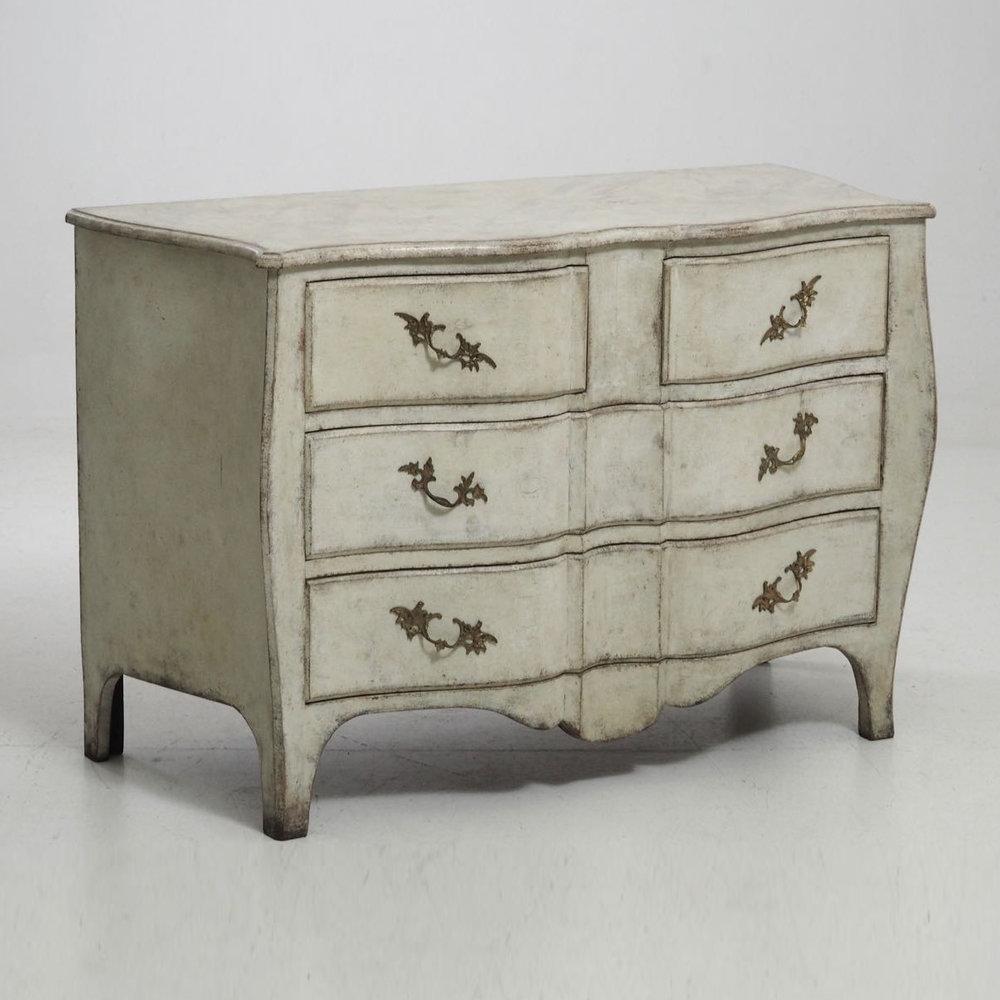 Swedish chest in Rococo style, 19th C. - € 2.000