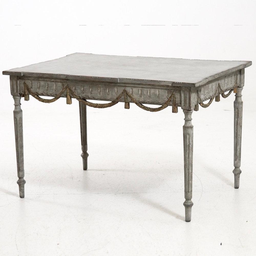 Fresstanding Italian table, 18th C. - € 3.000