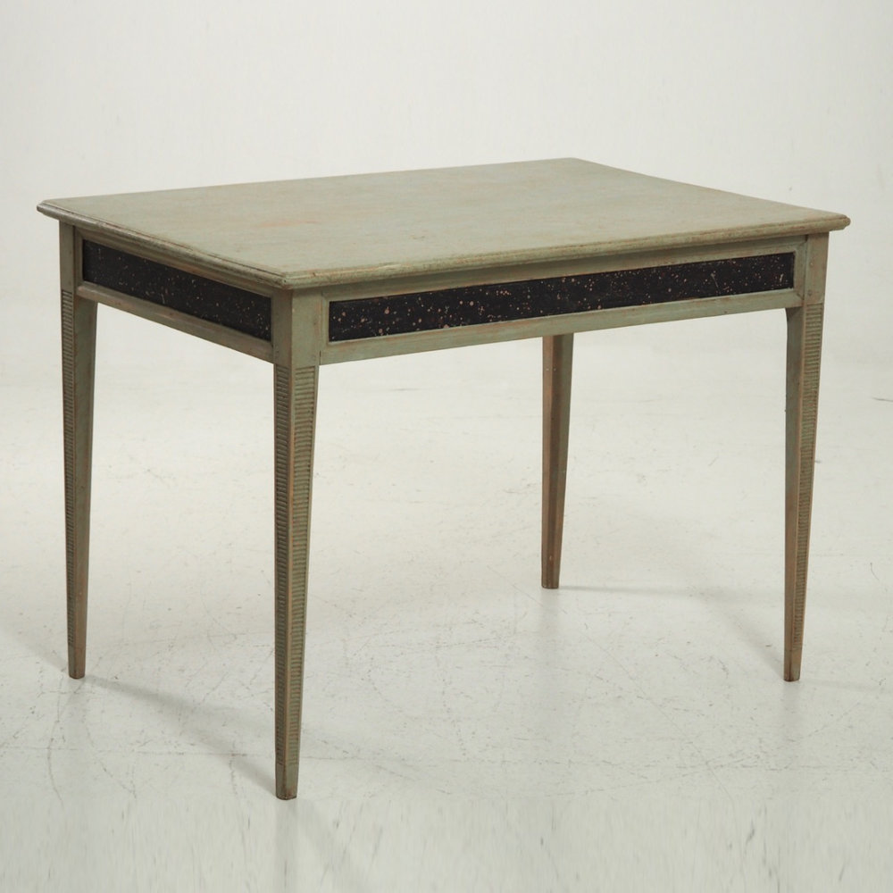 Freestanding desk, circa 1810. - € 1.700