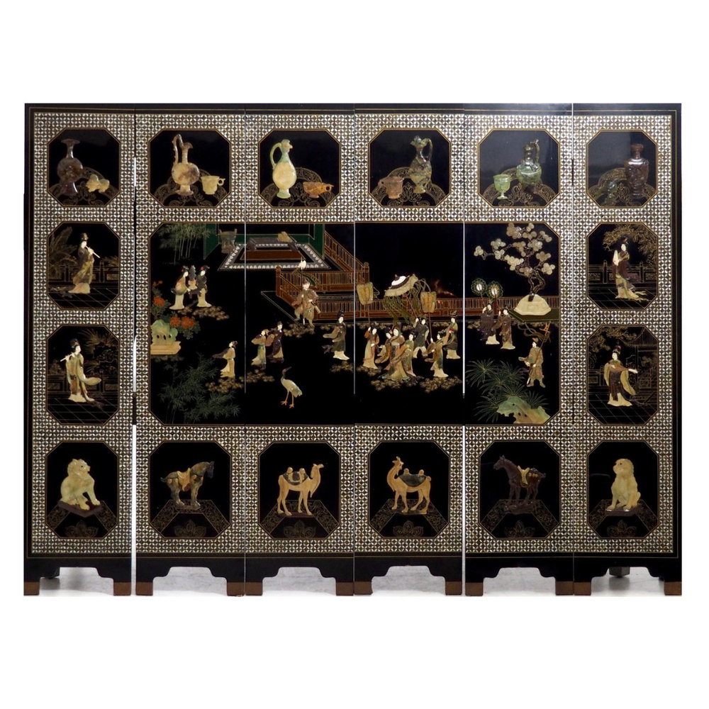 Six panels of Chinese lacquer inlaid. - € 3.000