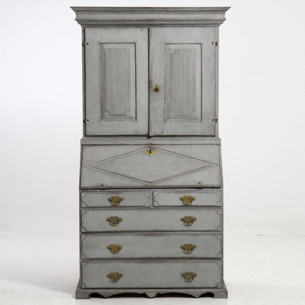 Gustavian two-part bureau, 1790. - € 3.300