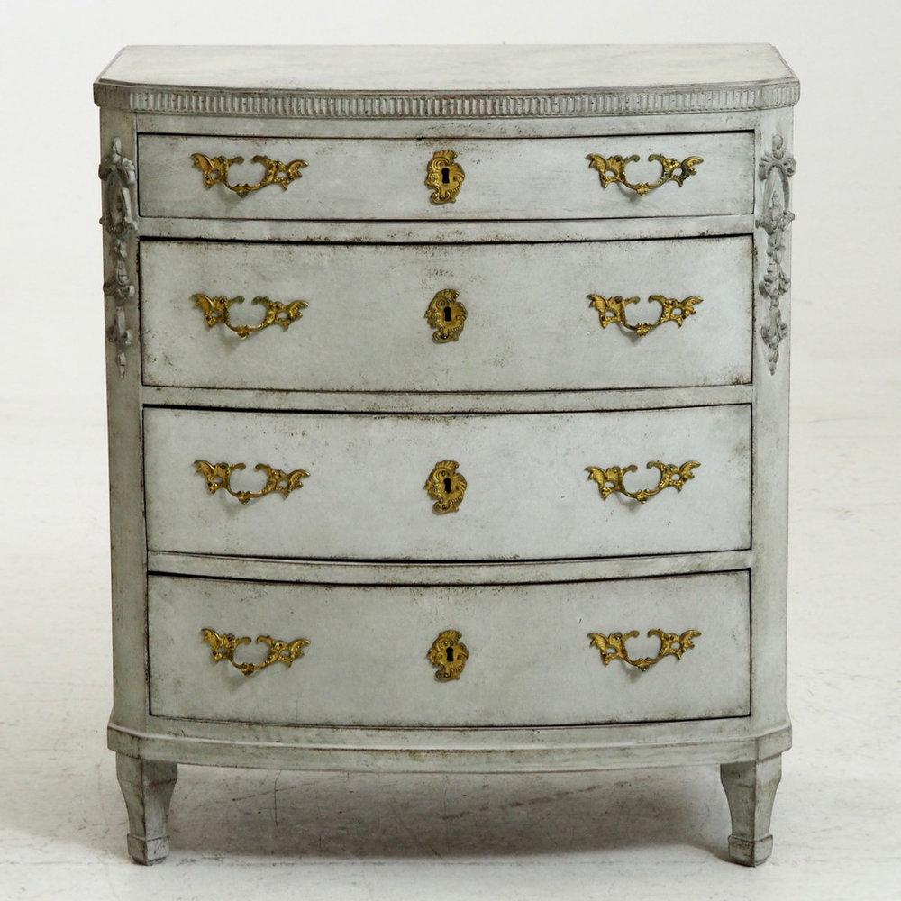 Fine Swedish empire chest, circa 1810. - € 1.400