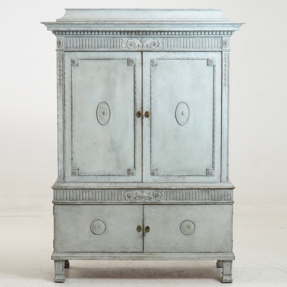 Two-parts Gustavian style cabinet. - € 1.800