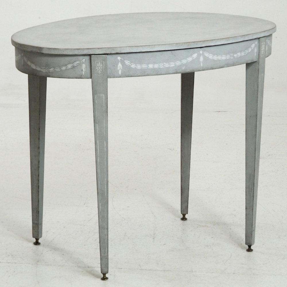 Gustavian center-table, circa 1810. - € 1.200