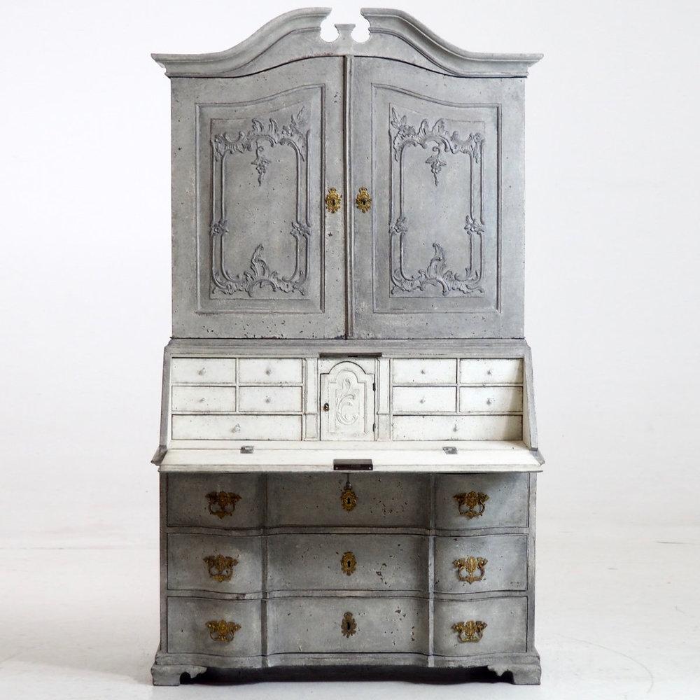 Scandinavian two-parts bureau, 1750. - € 3.500