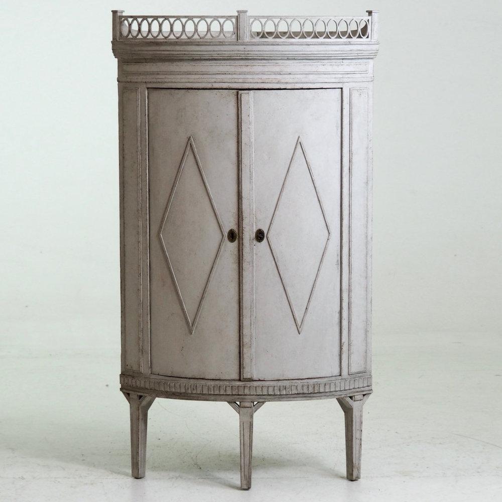 Corner cabinet, 19th C. - € 1.400