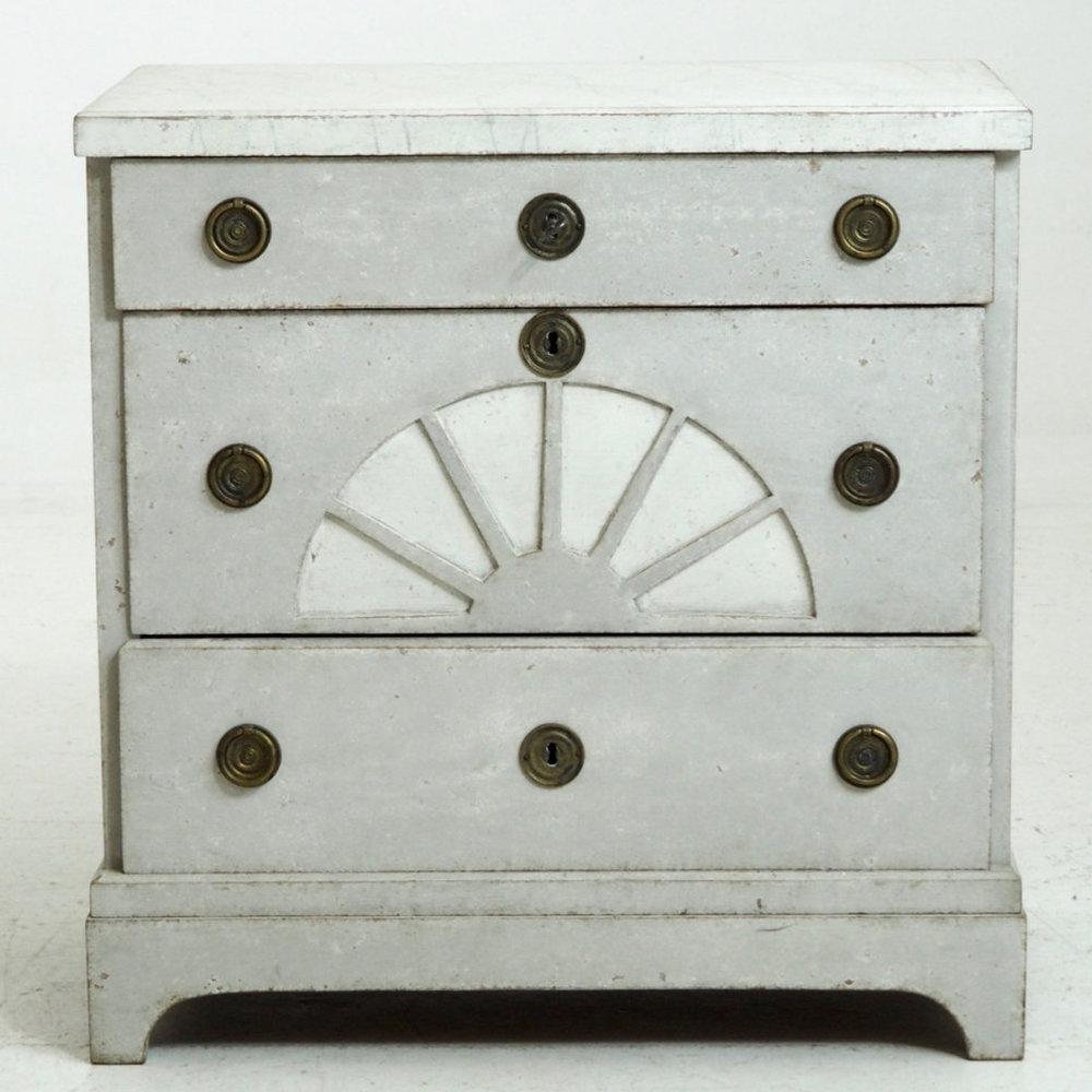 Danish empire chest, circa 1810. - € 1.800