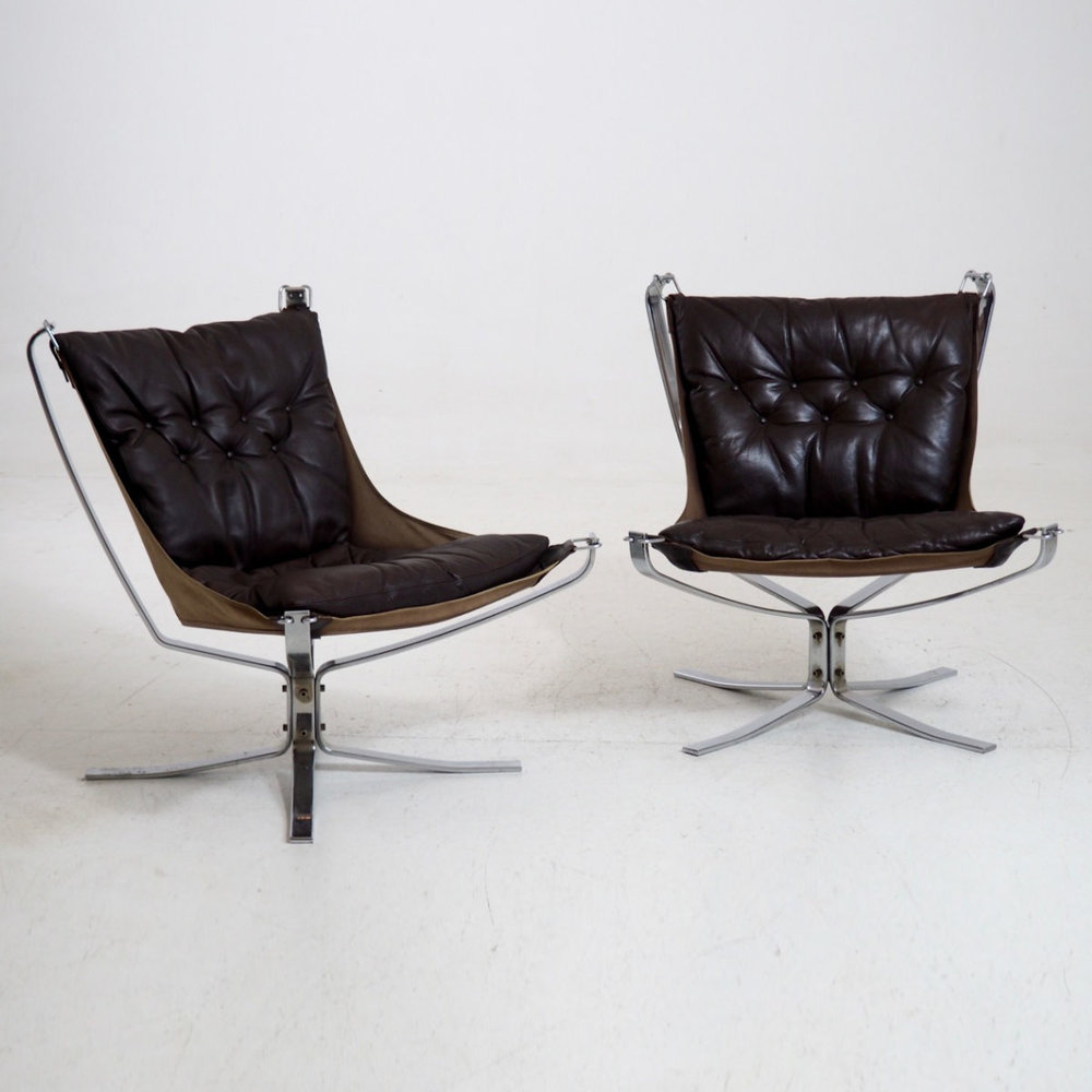 Two falcon chairs by Sigurd Resell. - € 4.500