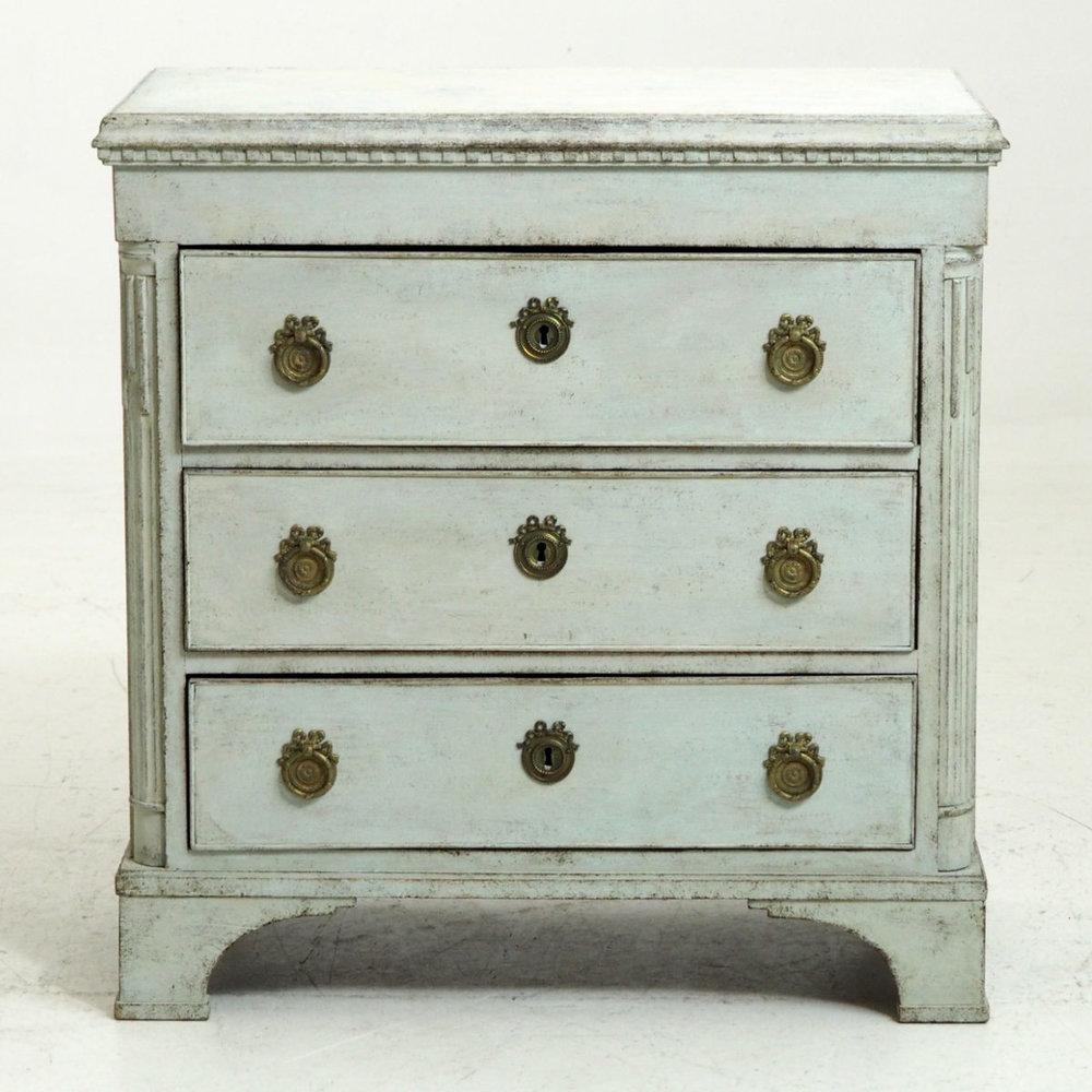 Scandinavian Louis Seize chest, 1790. - € 1.800