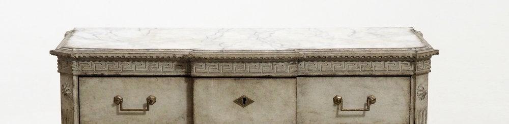 Gustavian+chest-2.jpg