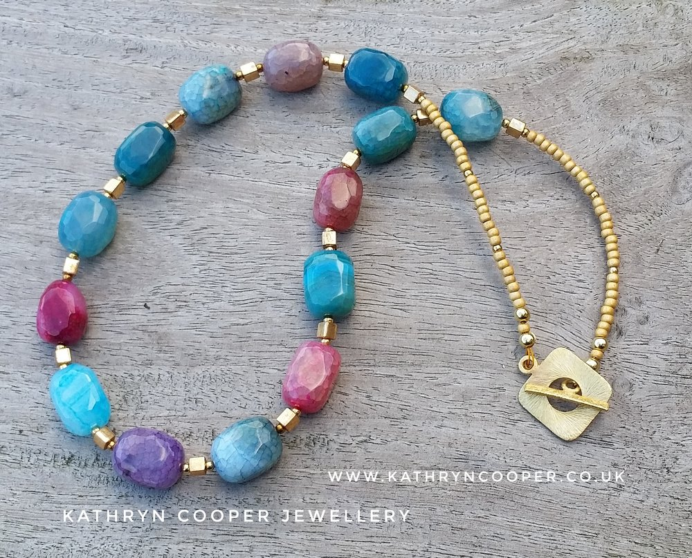 Multi-coloured agate gold necklace
