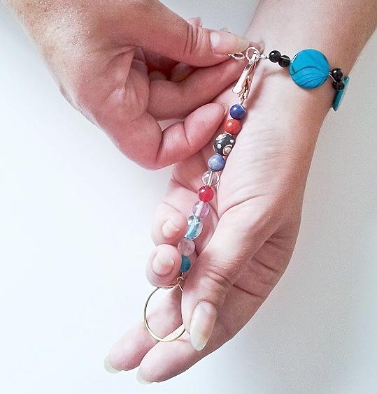 Bracelet helper 2.jpg