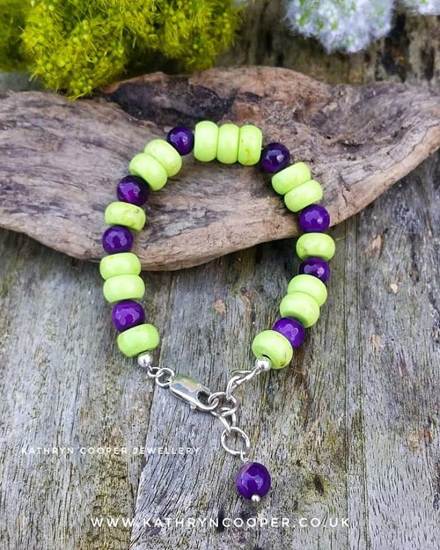 Perfect summer bracelet with purple agate, lime green howlite and sterling silver.  Day 4 of  @jewellersacademy  #30daysofjewellery challenge. 💜💚💜💚💜💚💜 . . . . . . #purplejewellery #bespokejewellery #greenhowlite #jewelleryshopping #limegreen #jewelleryaddict #hmuk #purpleagate #agate #madeinbritain #howlite #ukblogger  #kathryncooperjewellery #blogger  #summerjewellery #myjewelleryfamily  #outfitinspiration  #jewelleryinfluencer #whattowear #wswib #summervibes #giftsforher #birthdaygift  #jewellerylover #greenjewellery #beadedjewelryofinstagram #beadedjewelryinfluencer