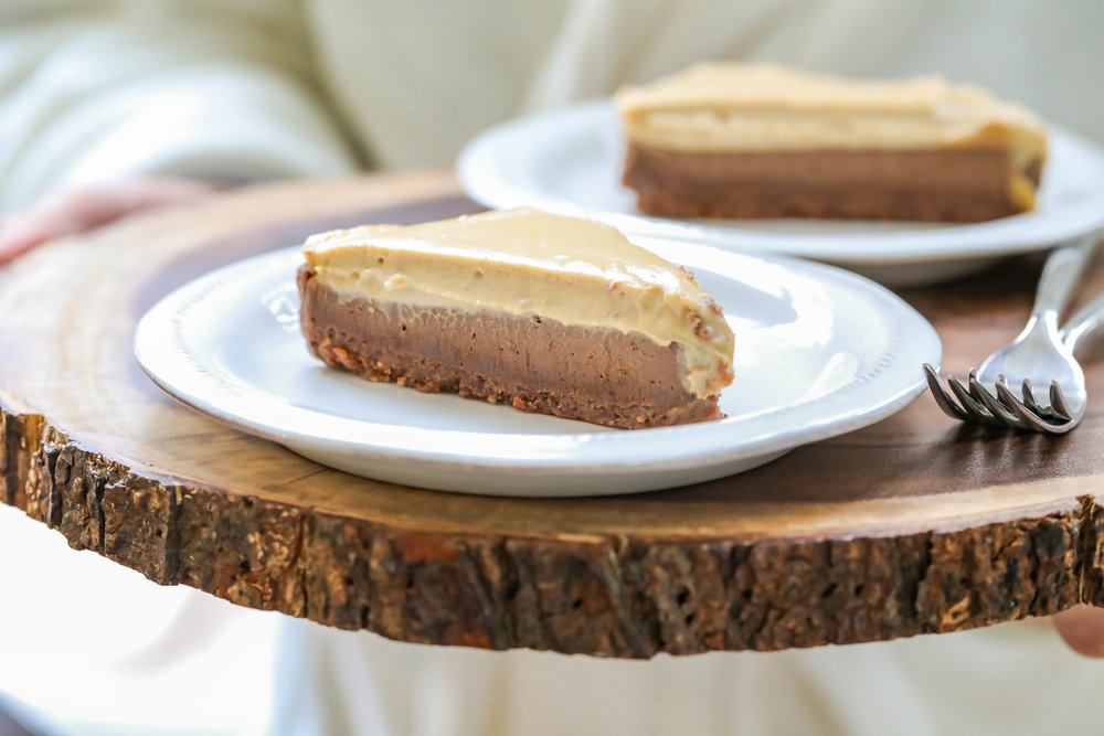 "Vegan No-Bake Peanut Butter Chocolate ""Cheesecake"""