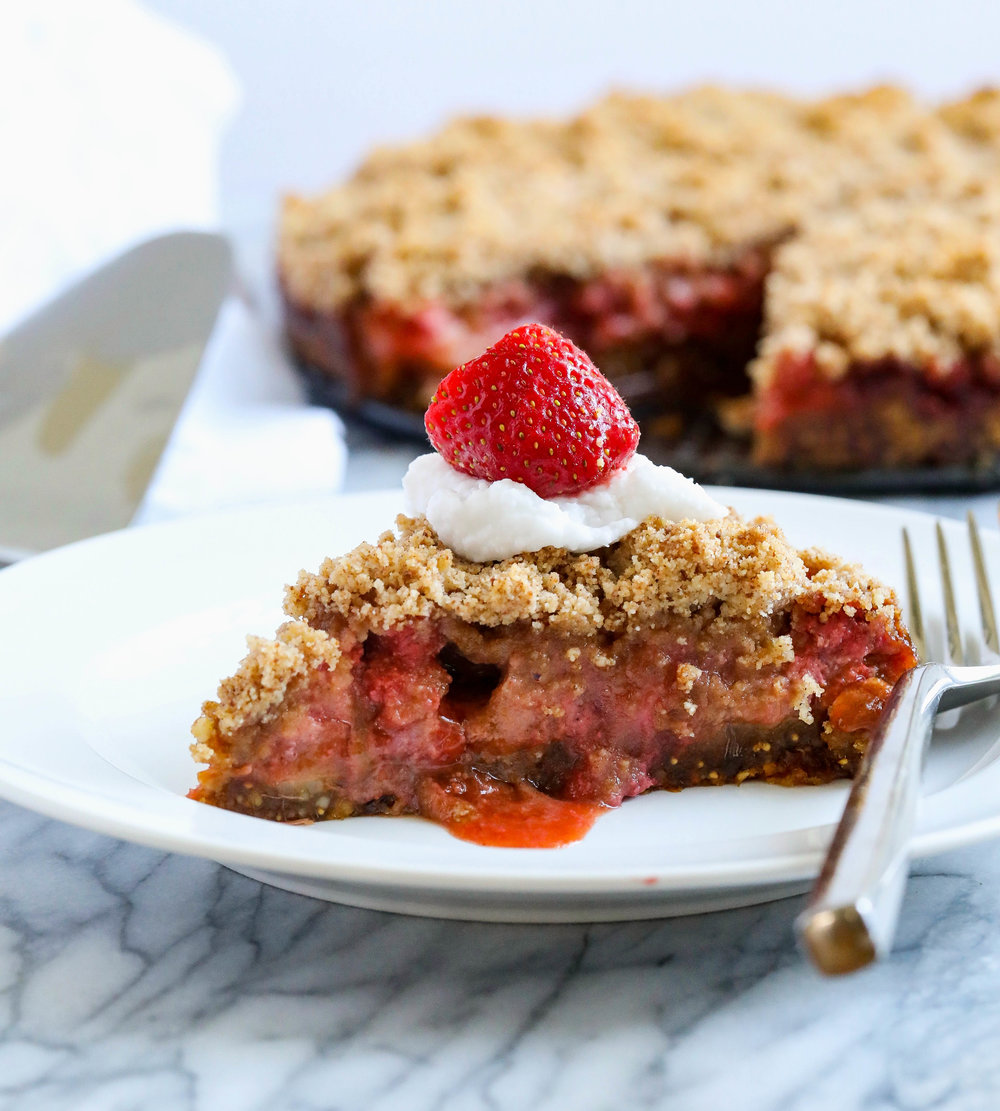 Strawberry Rhubarb Crumble Cake with a Vanilla Fig Crust