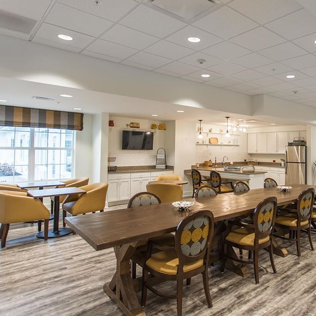 The bistro at Meridian Senior Living Walnut Crossing. #seniorlivingdesign #interiordesign #marysvilleohio