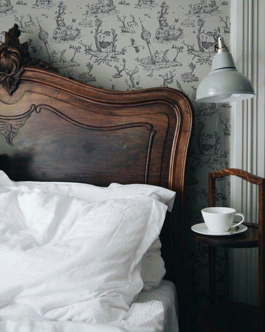Marie-de-Beaucourt-Dystopian-toile-de-Jouy-2017-web-bedroom-grey.jpg