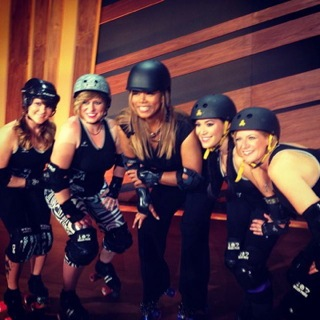 Queen Latifah with Outfit Skaters