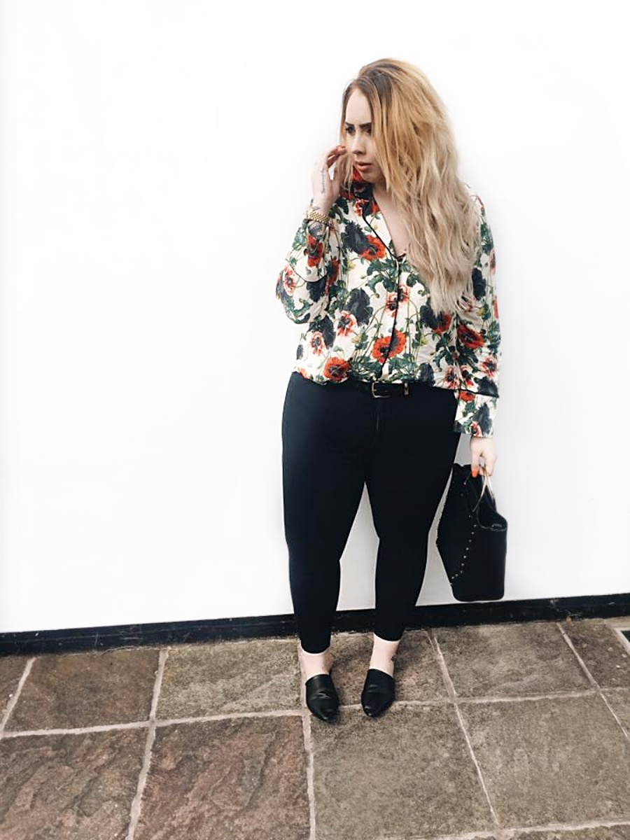 It's been a while since I've posted just a outfit post. I think lately I've fallen in love with writing again. Oh and also the fact i've had far too much to rant and moan about. I definitely feel like I'm in a place where I'm suddenly questioning every decision in my life. Even to whether or not I swipe right on a guy because does he really look like the man to give me babies? You see life is full of decisions at the moment.  Anyway no relationship chat, no I love myself being alone is fabulous chat. let's chat this bloody shirt. And can I just say I never thought I'd see the day I've be wearing a blouse again. This must be the first since school. I'm just really not a blouse/shirt kinda girl. But let's be very real the print on this piece is stunning. Red is my go to colour at the moment as it's just the fresh new colour I needed in my life that really makes me feel 'poppin' The shirt is rom H&M. I then  paired the blouse with my Toyshop Joni Jeans, which I've decided to go back to, as they really are the comfiest jeans ever.