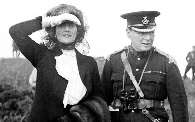 Churchill_and_wife_in_1910.jpg