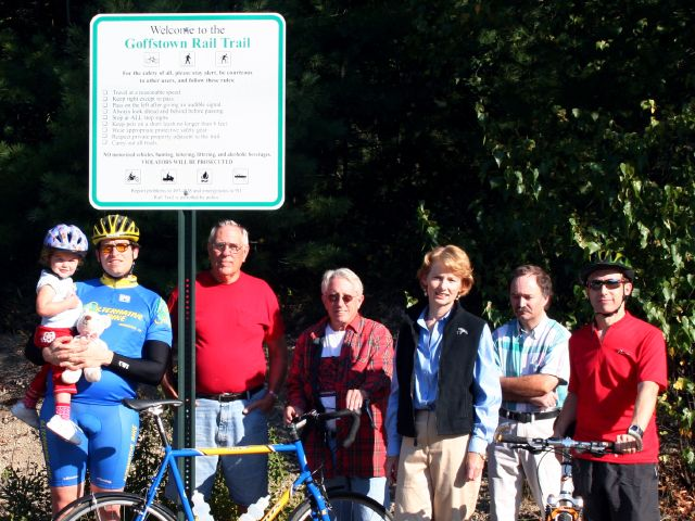 FGRT_First_Trail_Sign_Installed_Group_Photo.jpg