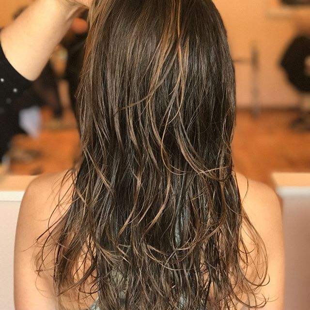 Subtle Highlights for a natural sun kissed look 😘 #hairsalonlife #highlights #sunkissed #balayage #LMsalon