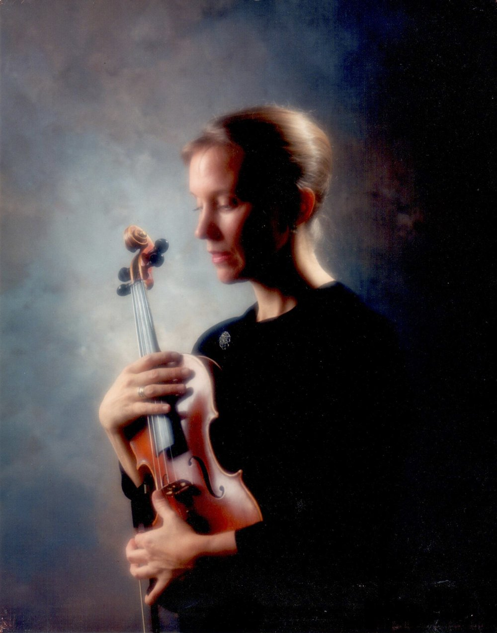 Jean Tweet     Jean Ellen Tweet has a degree in violin performance from Northern Illinois University and has performed with numerous regional groups including Sinfonia Concertant and the Ballet Orchestra in Milwaukee, the Rockford Symphony, and others. She was a member of the Illinois Symphony and Chamber Orchestra for 14 years and currently plays chamber music around central Illinois. While in Minneapolis, she earned her Suzuki Teacher Certificate from MacPhail School of Music and took courses at Stevens Point Suzuki Camps including study with Sinichi Suzuki. Jean has studios in Elkhart and Springfield teaching violin and viola. Jean maintains a busy private lesson schedule.  Jean instructs Junior Strings and Starter Strings.