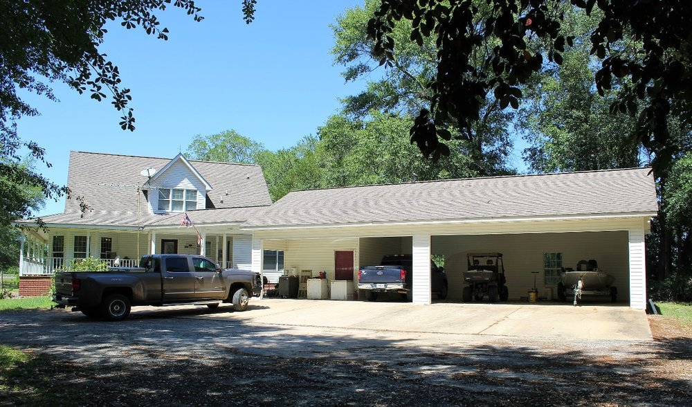 House with 3 car garage2.JPG