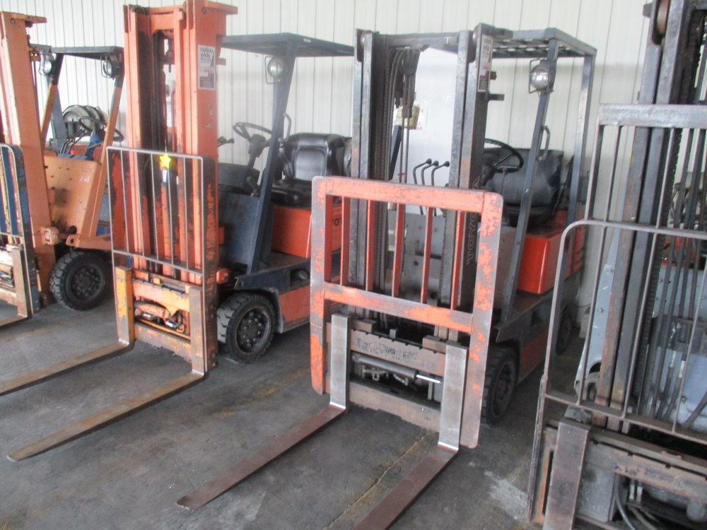 4_Toyota LP Warehouse Forklift.JPG