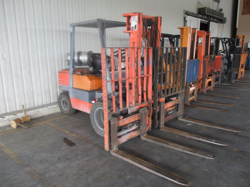 10_ Toyota 02-5FG30 Forklift.JPG