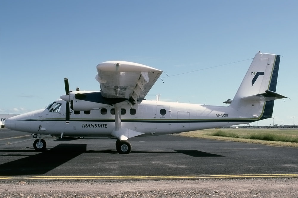 690_VH-UQW_UNK_CAIRNS_APR-1997_1024.jpg