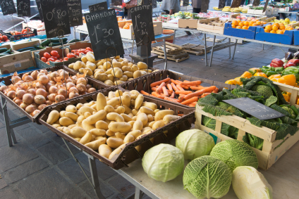 Whole Foods/Real Foods Diet - This way of eating puts more of an emphasis on eating whole foods than on macronutrients or avoiding any one whole food group.